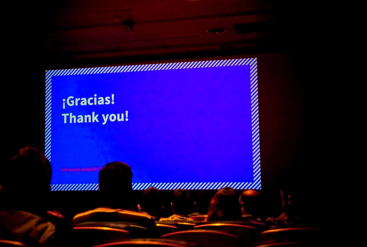"""Fotografía de pantalla con mensaje """"thank you"""" en una ponencia de la Drupal Camp 2017"""