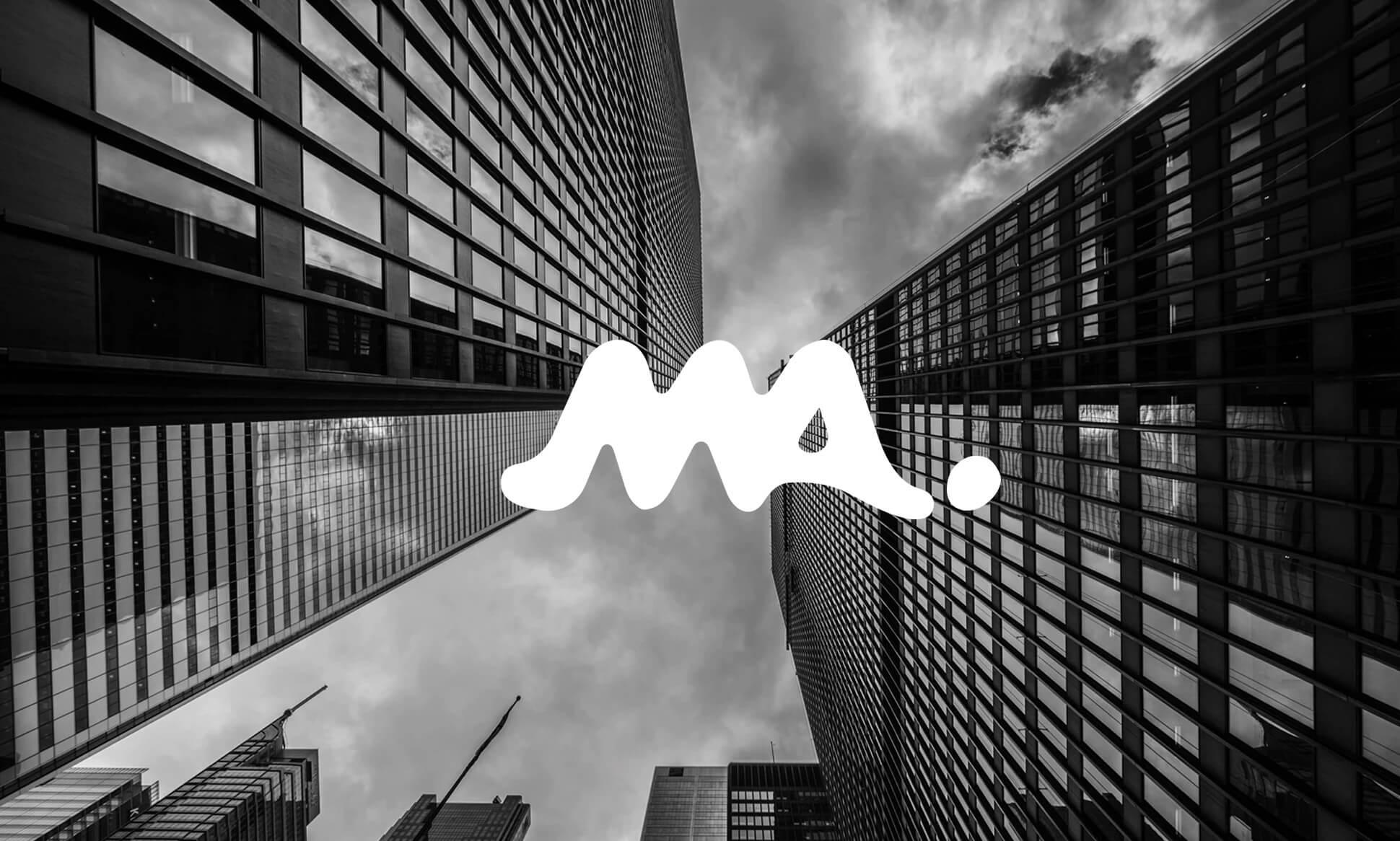 Logotipo de Multiasistencia sobre fotografía de edificios