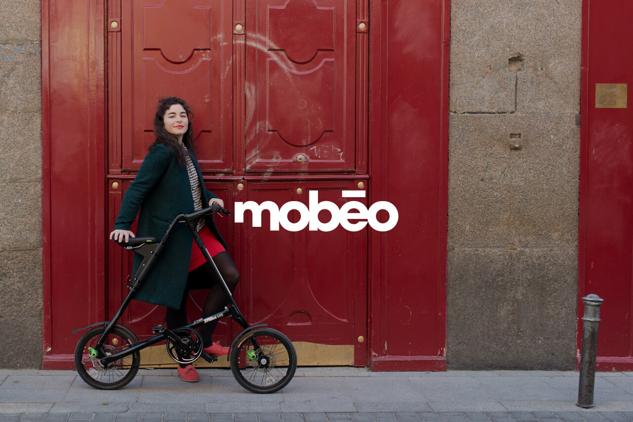 Fotografía de chica sobre bici de mobeo