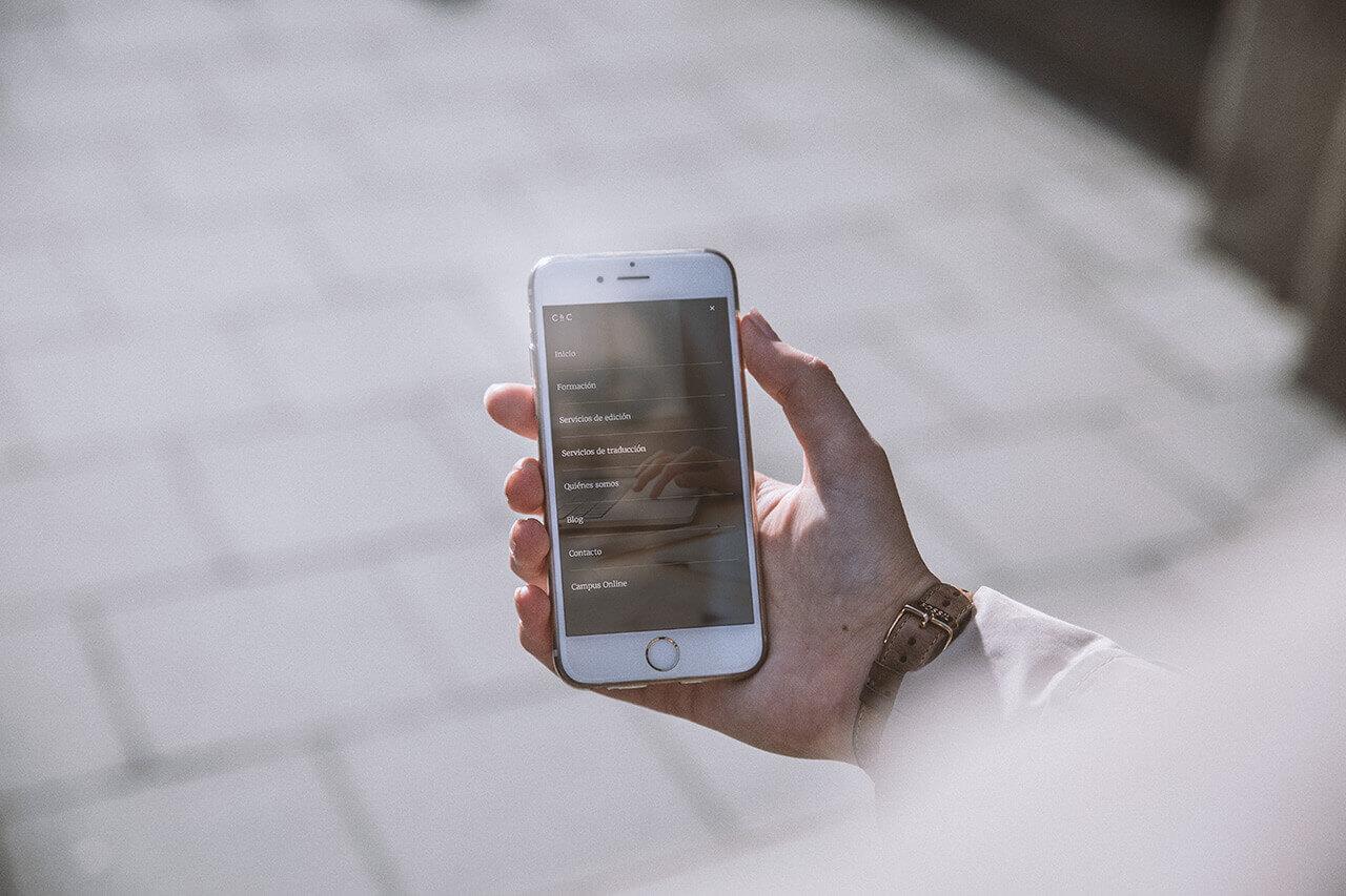 Fotografía de iPhone con la página web de Cálamo & Cran