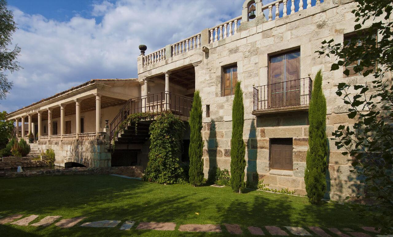 Fotografía de la facahada del Palacio de Esquileo